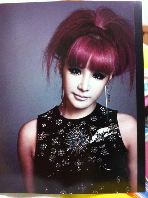 [Scans] 2NE1 Go Away Single Japan CD 41