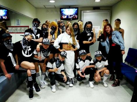 CL with dancers after sbs inkigayo 130602