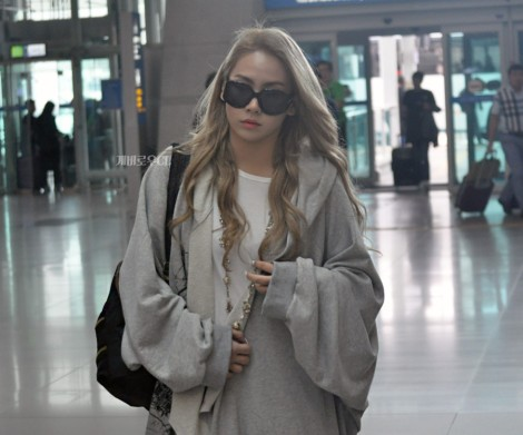 CL at Incheon Airport going to New York